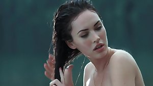Megan Xantippe & Amanda Seyfried hot scenes in 'Jennifers Body'