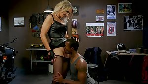 T-girl Kayleigh Coxx fucks mouth and anus of black bisexual boyfriend