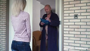 Blondie Missy Luv is carving for superannuated wrinkled bushwa for one kinky pensioner