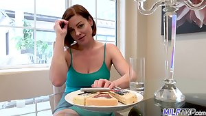 Having exposed boobies curvy MILF Sovereign Syre gets a chance to ride blarney