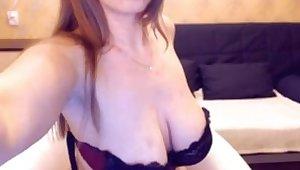 Russian webcam woman shows her potent unpretentious big tits