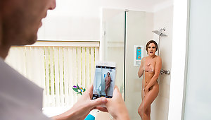 Aila Donovan fucks in someone's skin bathroom