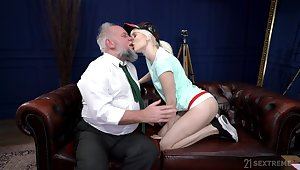 Young blonde suits her sexual needs with an old blarney